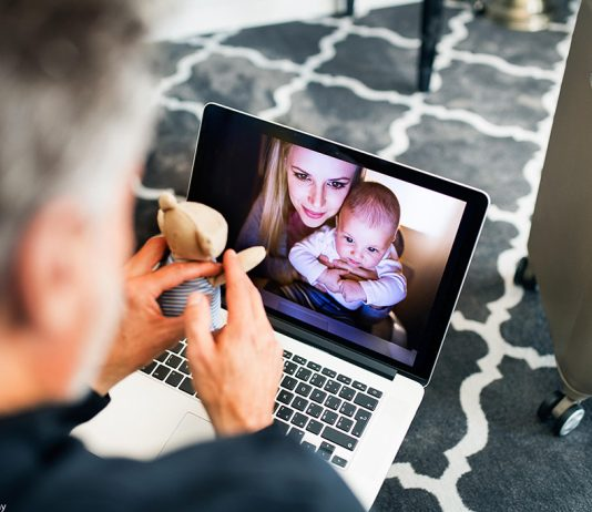 how to keep in touch with your far flung family
